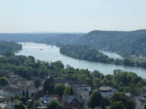 Blick über Rhöndorf auf Rhein